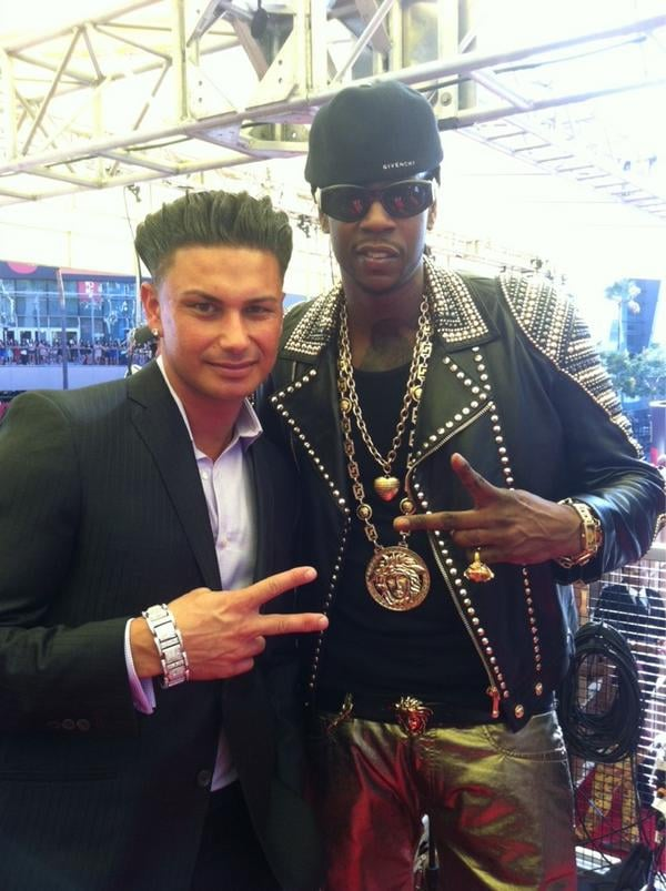 DJ Pauly D snapped a photo with 2 Chainz. Source: Twitter user DJPaulyD
