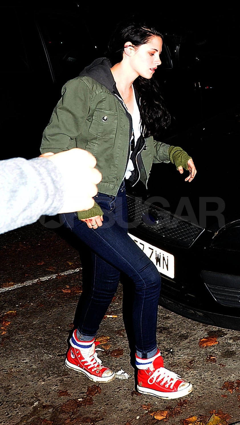 Kristen Stewart returned home to her London apartment after dinner with Robert Pattinson.