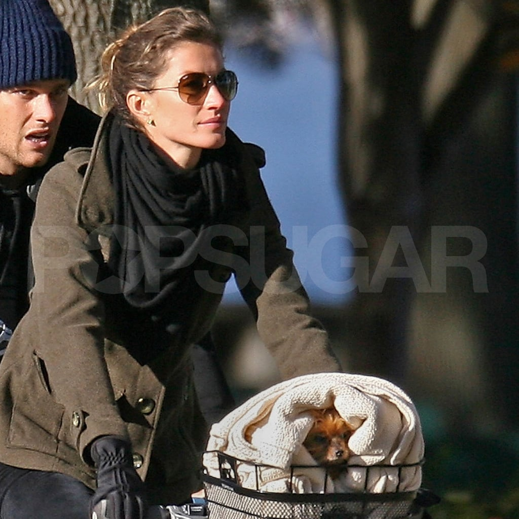 Gisele's dog Vida peeked out from the basket.