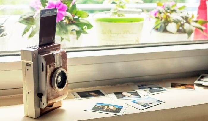 The Lomo'Instant takes Fujifilm Instax Film.