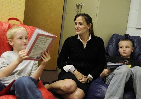 Pictures of Jennifer Garner Reading For Save the Children