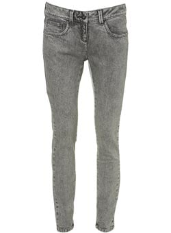 Are You Ready for The Return of Stonewashed Denim?