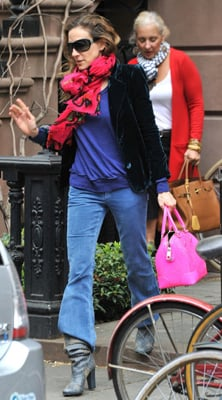 Sarah Jessica Parker Wears Bright Pink Bag in NYC