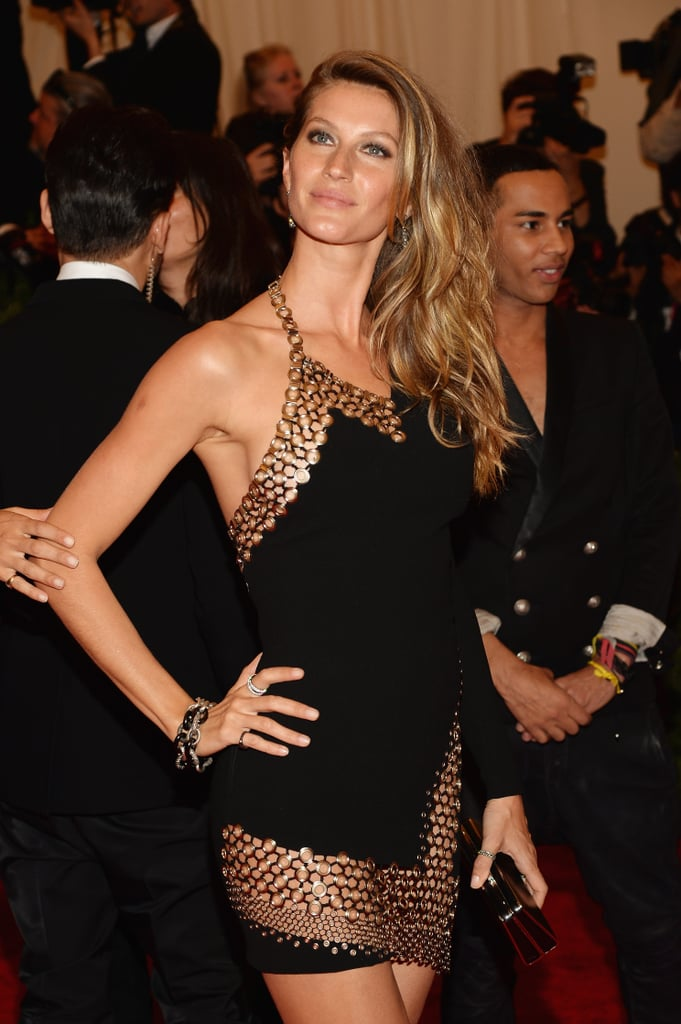 Beach waves and bronzed skin: that's the Gisele Bündchen way.