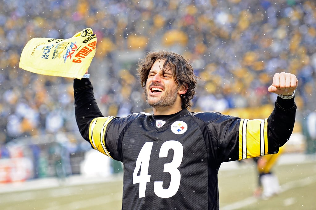 Joe Manganiello showed his Pittsburgh Steelers pride at a snowy game in December 2010.