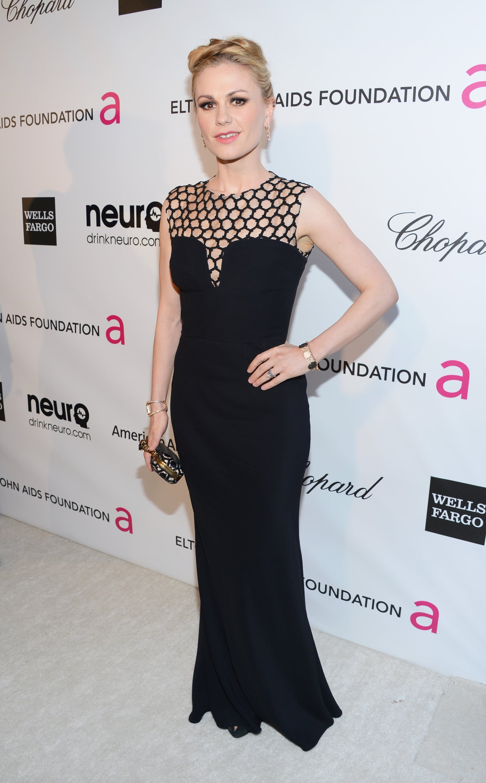 Anna Paquin wore a sexy black gown to Elton John's Oscar party.