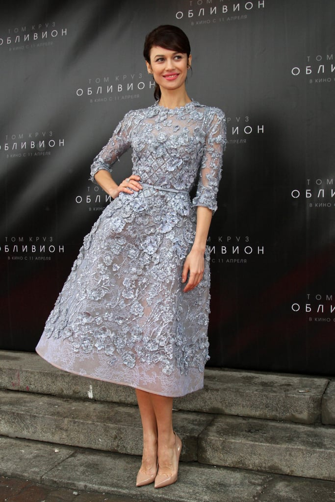 For the Oblivion Moscow premiere, Olga was the epitome of ladylike sophistication in a floral-appliqué fit-and-flare Elie Saab dress and nude patent pumps.