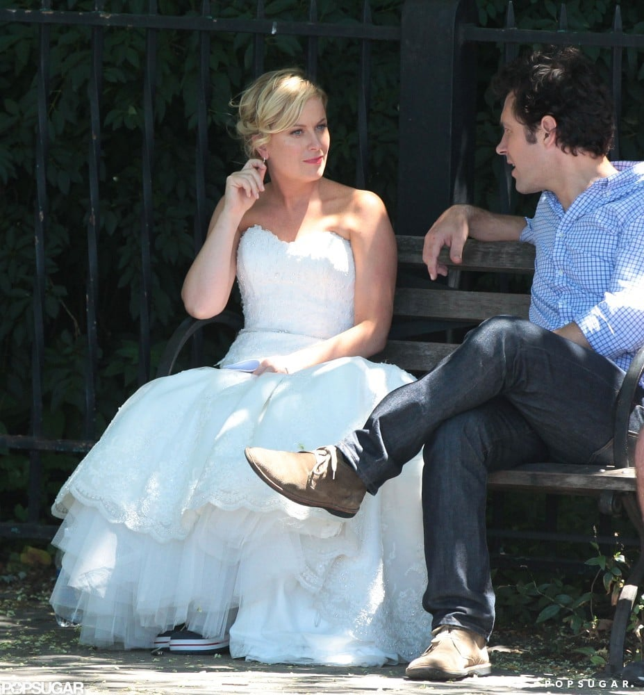 Amy Poehler and Paul Rudd chatted between takes.
