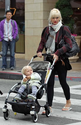 Pictures of Gwen Stefani, Zuma Rossdale, Kingston Rossdale, and Customized Stroller