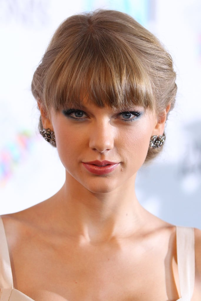 Taylor Swift wore her hair back for the Aria Awards in Sydney.
