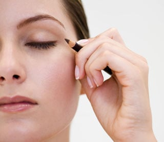 How to Use an Eyeliner Properly