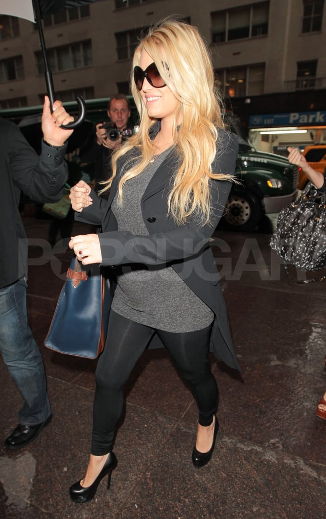 Jessica Simpson looked pregnant.