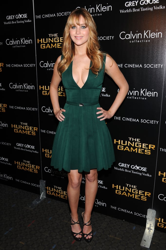 Jennifer wore a plunging green dress for a NYC screening of The Hunger Games.