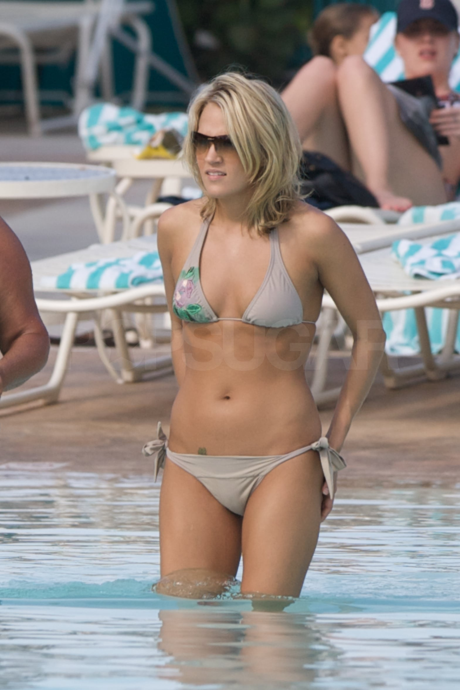 Photos of Carrie Underwood on Vacation in a Bikini ...