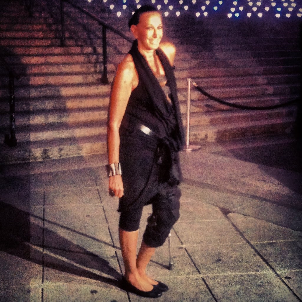 Donna Karan wore her signature dark wares and sported a cane, due to her broken leg.