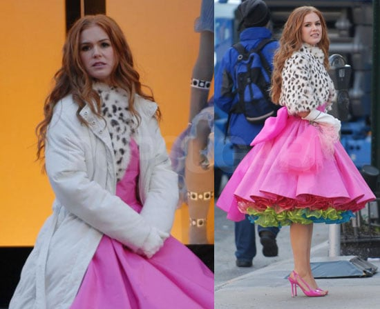 Isla Fisher Doesn't Look So Pleased in Her Pink Cupcake