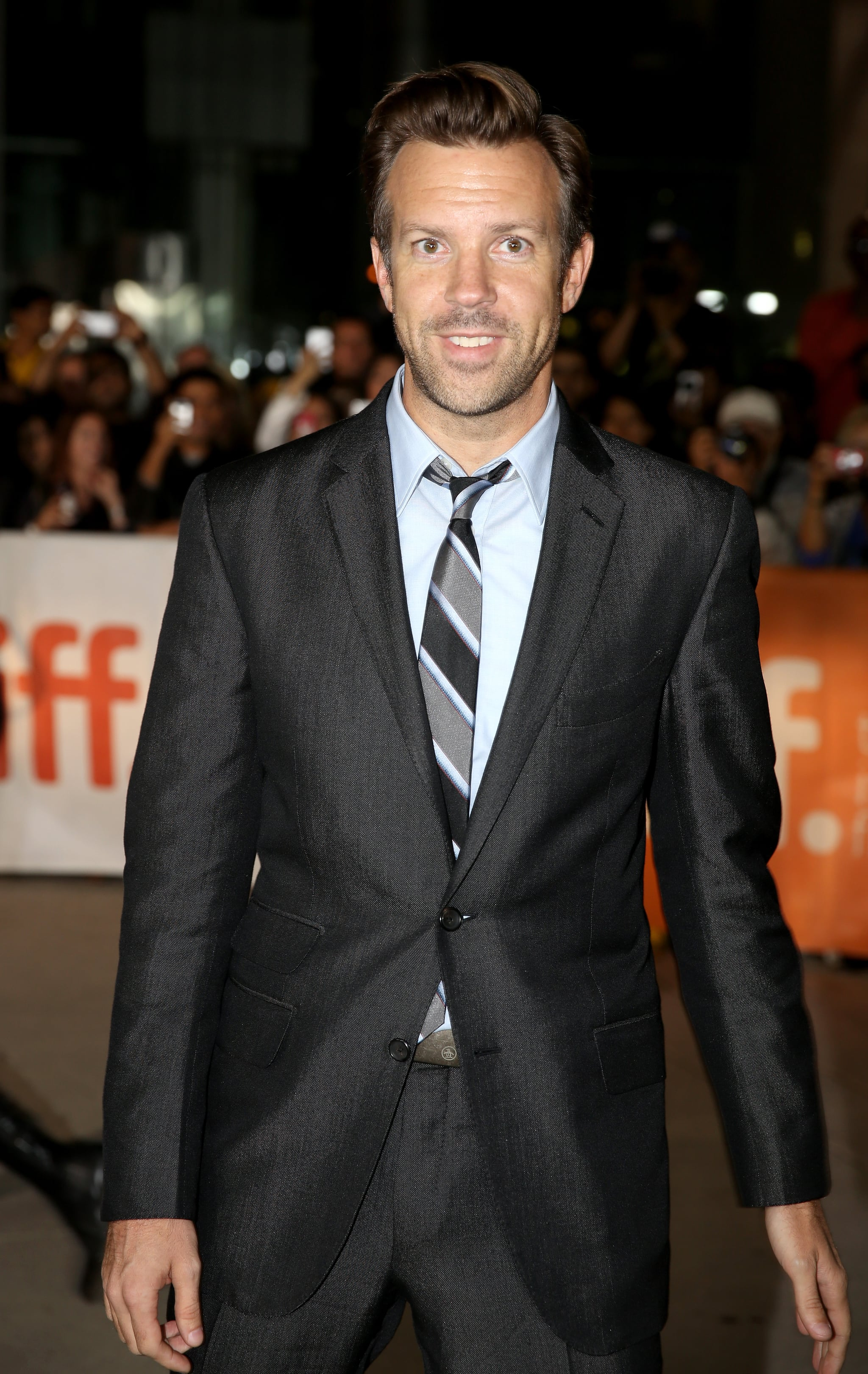Jason Sudeikis sported a slim suit to the event.