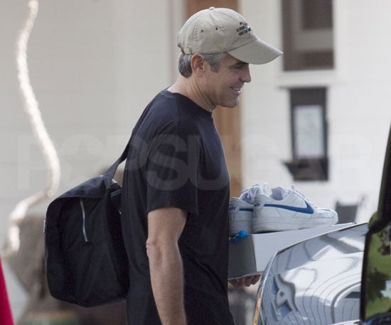 Photos of George Clooney Filming The Descendants 2010-03-14 12:30:00