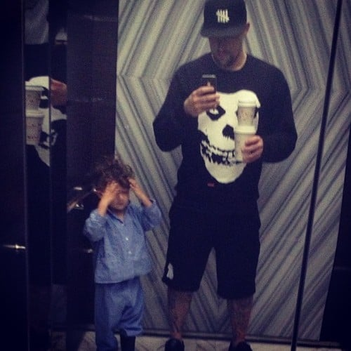 Joel Madden and his son, Sparrow, took a sweet mirror selfie. Source: Twitter user JoelMadden
