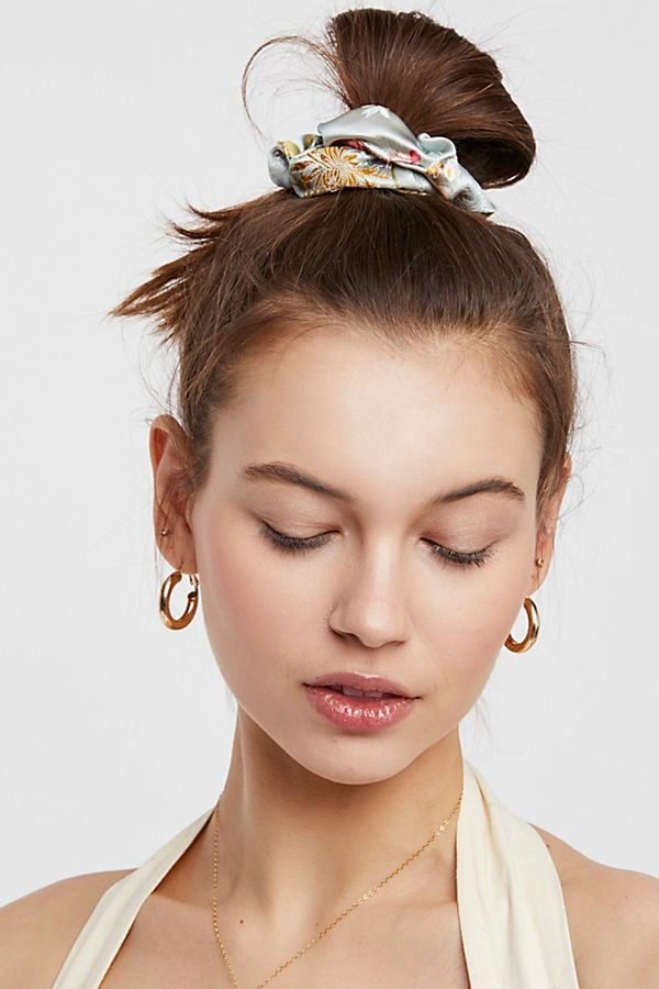The Hair Scrunchie Trend Is Back and Here's How to Adopt It