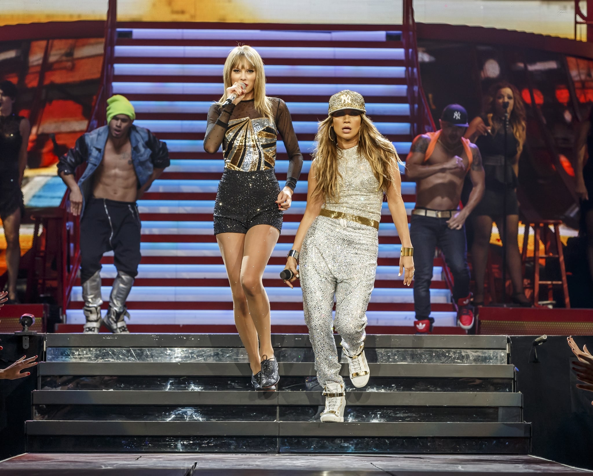 Taylor Swift and Jennifer Lopez performed together at the Staples Center in LA during the last of Taylor's four-night run in the city.