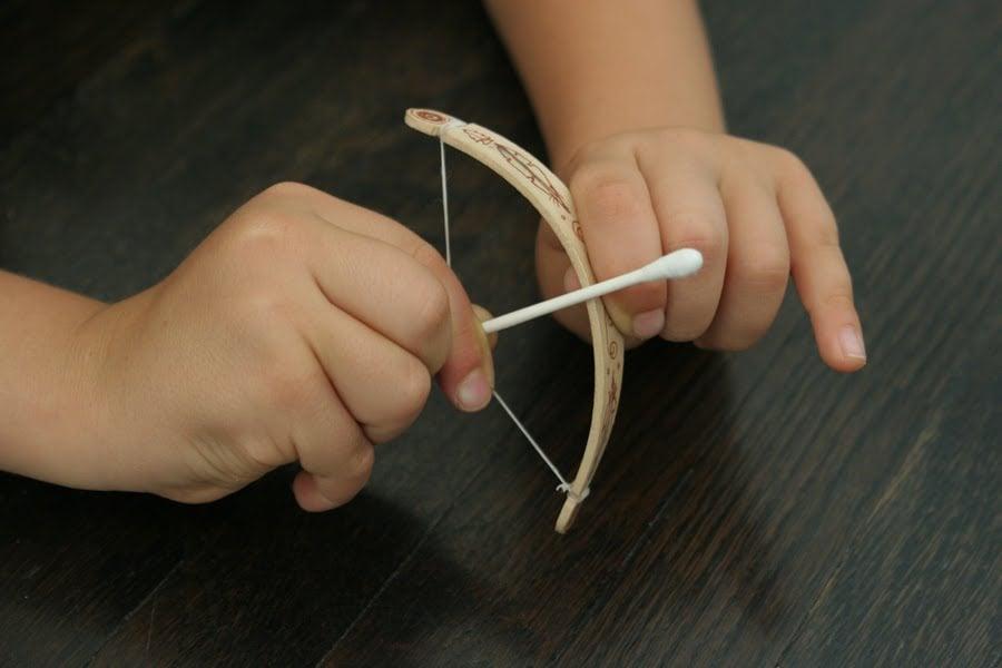 Как сделать лук руками ребенка