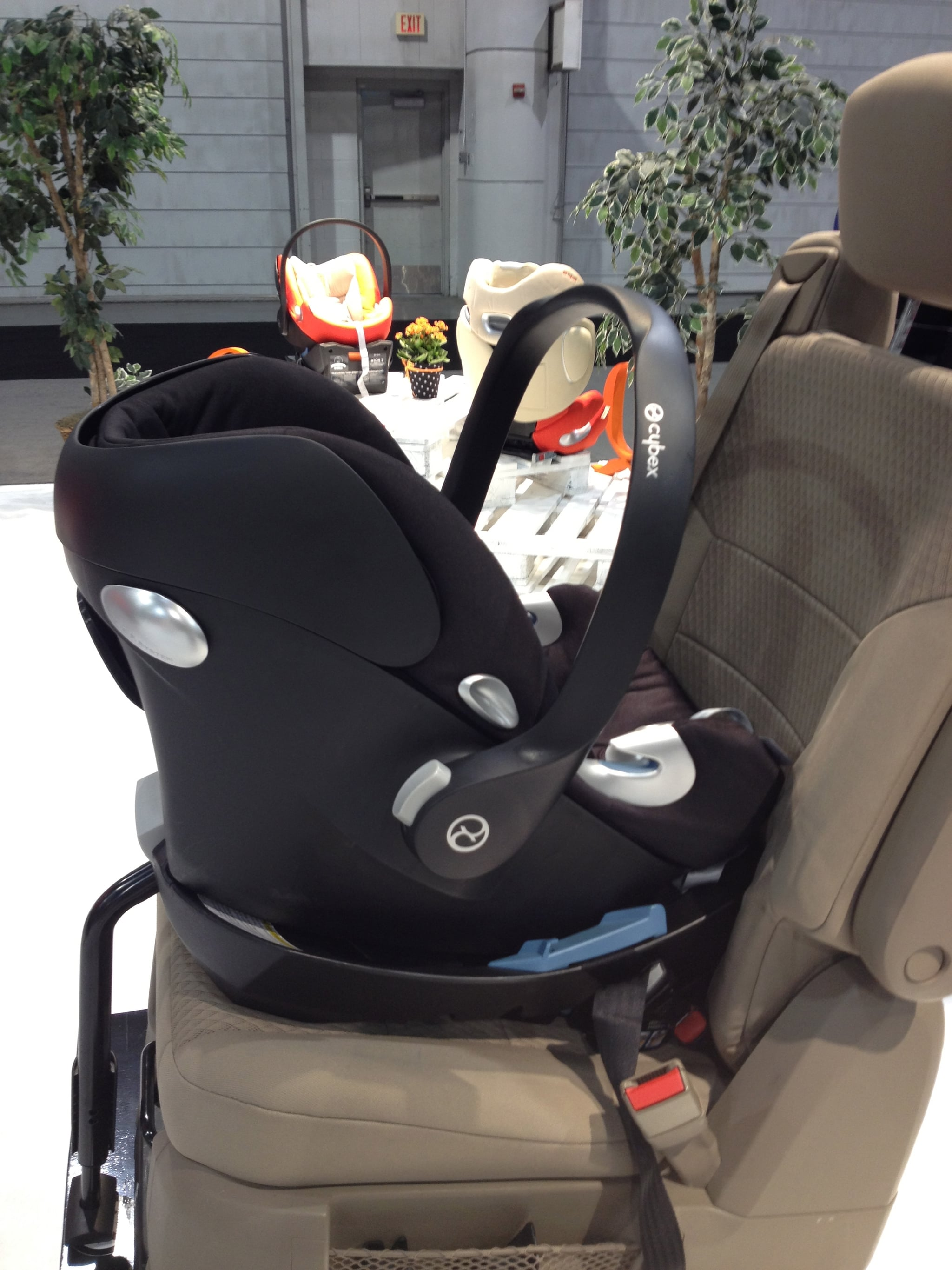 the cybex aton q has an adjustable headrest that automatcially 133 baby products not even in. Black Bedroom Furniture Sets. Home Design Ideas