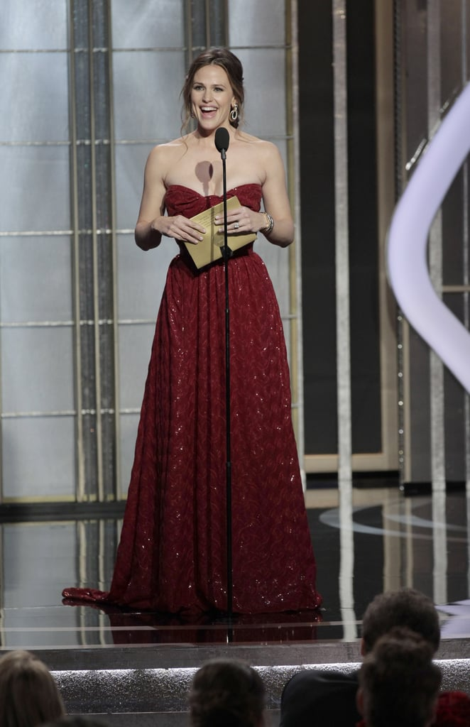 Jennifer Garner took the stage at the Golden Globes to present an award and added a few thank yous that her husband, Ben Affleck, forgot to include during his acceptance speech.