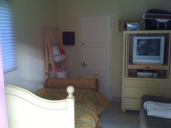 Before and After: Guest Quarters by Mae Brunken