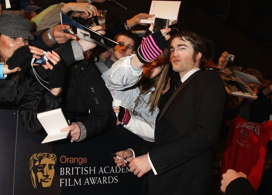 Photo Robert Pattinson on Red Carpet at BAFTAs