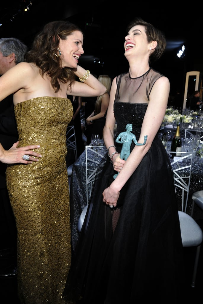 Jennifer Garner laughed with Anne Hathaway after nabbing her SAG Award.