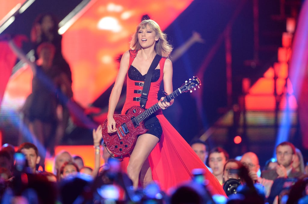 Taylor Swift hit the stage.