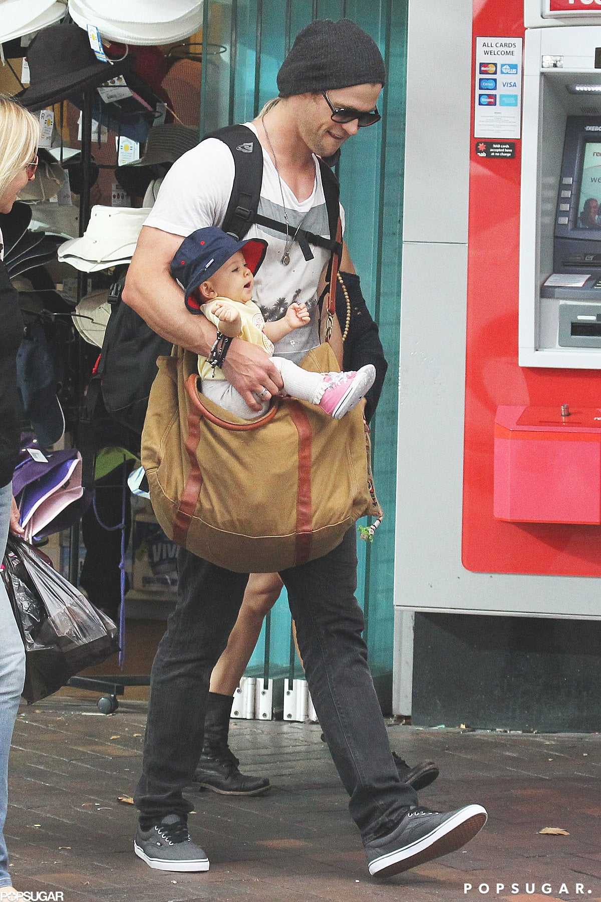 Chris Hemsworth held his baby daughter, India Hemsworth.