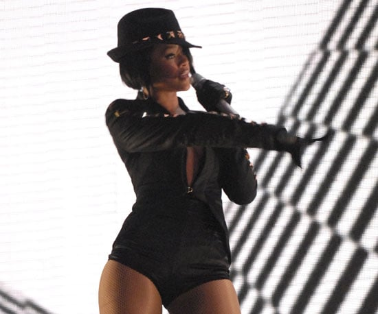 """Rihanna belted out her hit """"Umbrella"""" in 2007."""