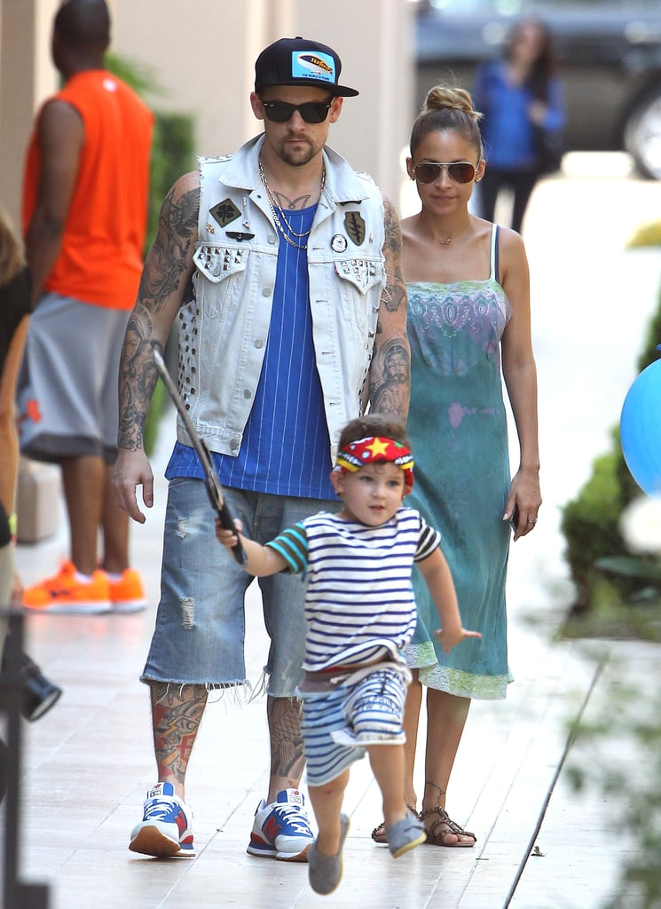 In August 2012, Nicole Richie and Joel Madden brought Harlow and Sparrow to a birthday party in LA.