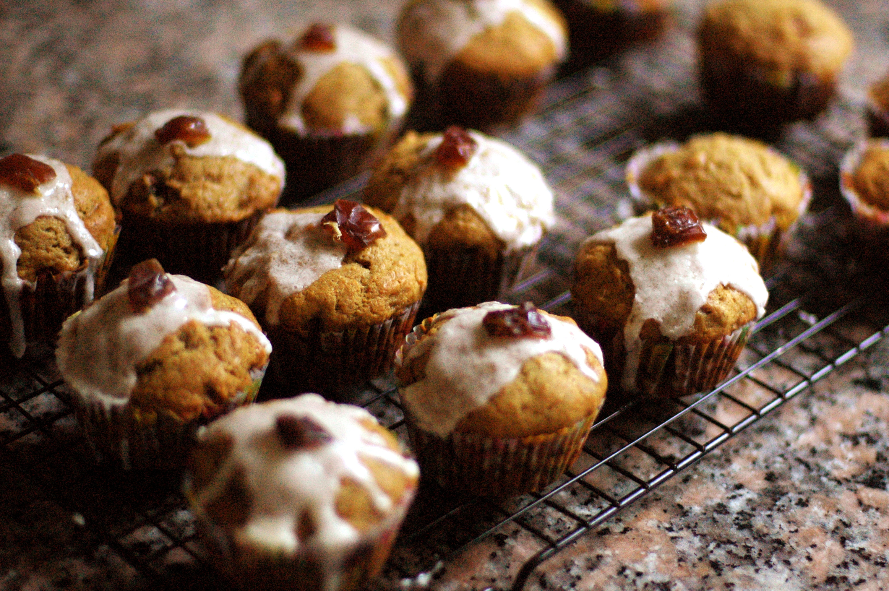 Kitchen Experiments: Apple-Date Muffincakes