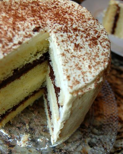 Yummy Link: Black and White Chocolate Cake