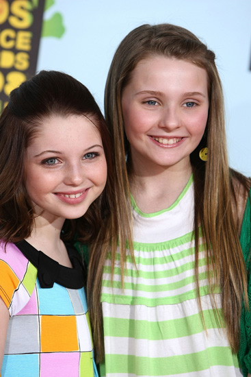 Abigail Breslin and pal Sammi Hanratty at Nickelodeon Kids' Choice Awards.
