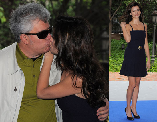 Penelope Cruz Kisses Pedro Almodovar At A Photocall For Broken Embraces