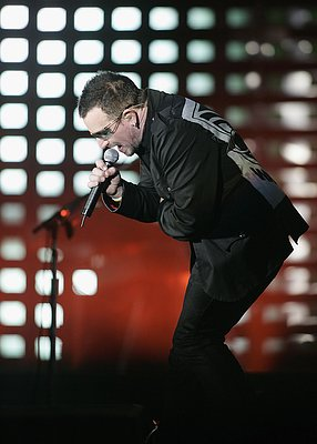 P.L.O.W. — Move It With U2