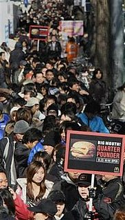 1,000 People Hired to Line Up For Quarter Pounders in Japan