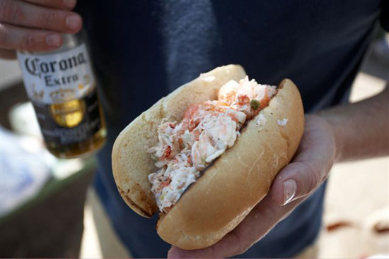 Yummy Links: From Lobster Rolls to Berry Pizza