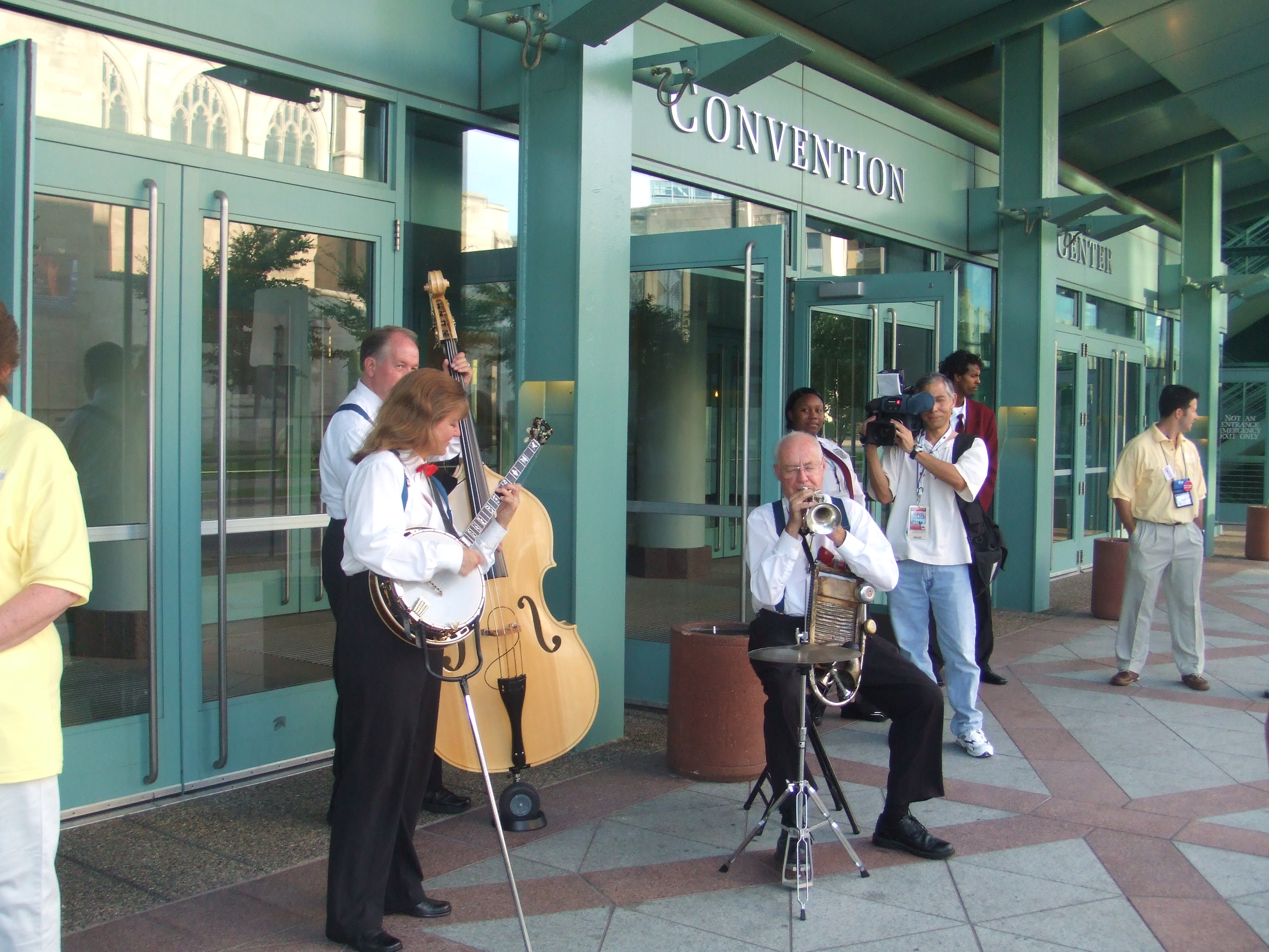 An adorable band outside of the Convention Center. So oldey timey.