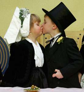 Six- and 7-Year-Old German Kids Set Out to Elope in Africa
