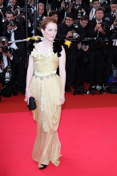 Julianne Shines on the Carpet