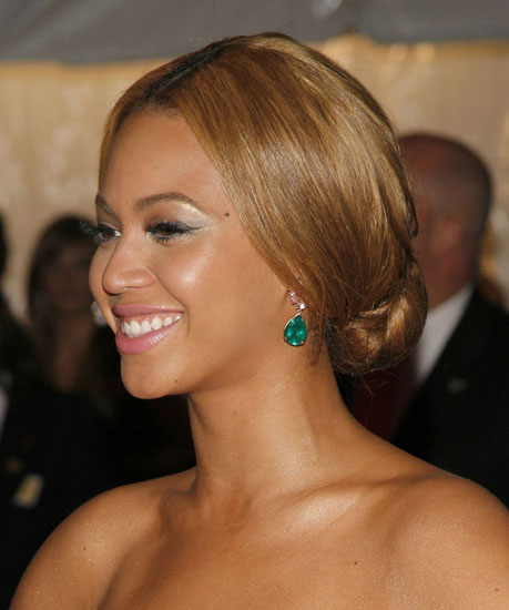 Sleek Bun | See Beyonce's Hair Throughout the Year ...