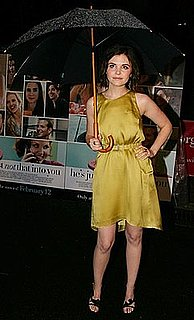 Ginniger Goodwin Holding Umbrella At He's Just Not That Into You Premiere