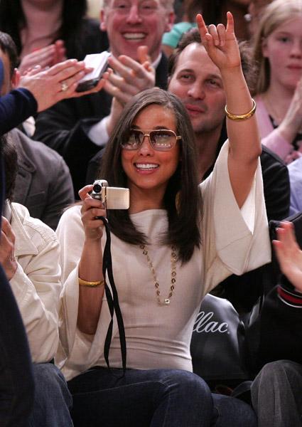 Celebrity Gadget: Alicia Keys' Samsung Camcorder