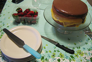 Yummy Links: Yellow Cake with Lemon Curd and Chocolate