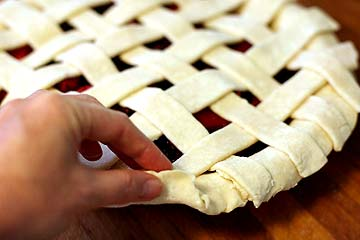 Yummy Link: How To Make a Lattice Pie Crust